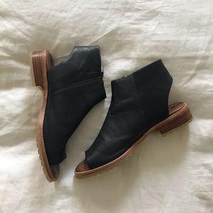 Matt Bernson black leather bootie sandal size 8